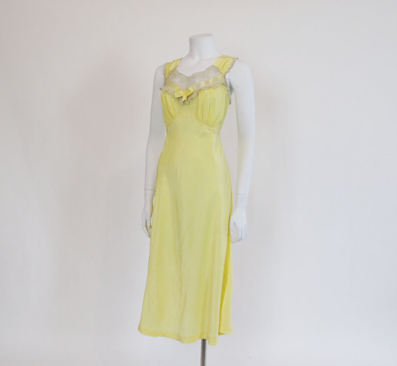 Hochzeit - 1940's Nightgown /  Look At Me I'm Sandra Dee Vintage 40's Yellow Sheer Bias Cut Nighty Bed Gown