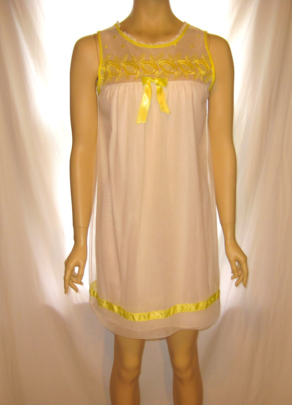 Свадьба - 1950s Vintage white sheer nightie with yellow ribbons embroidery, 50s vintage sleeveless short nightgown, 1950s white yellow sheer lingerie