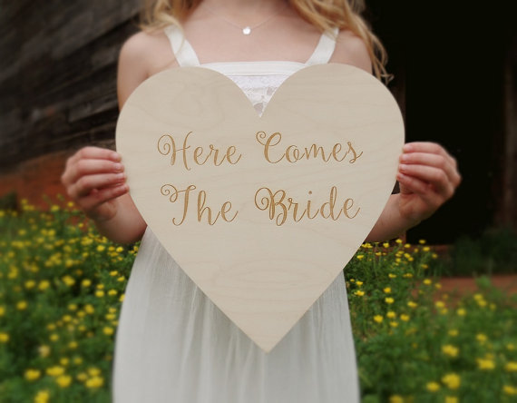 Mariage - Here Comes The Bride Heart Wood Heart Engraved Here Comes The Bride Sign Rustic Wedding Sign Barn Wedding