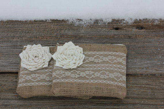 زفاف - Custom Order for Stephanie - Set of 2 Burlap and Lace Wedding Clutches and 8 wristlet straps - You Choose The Color Flower and Lining