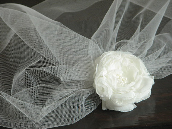 Свадьба - Tulle veil with peony Ivory hair veil Ivory tulle birdcage Bridal birdcage ivory veil with flower Ivory tulle veil Bridal veil Ivory blusher