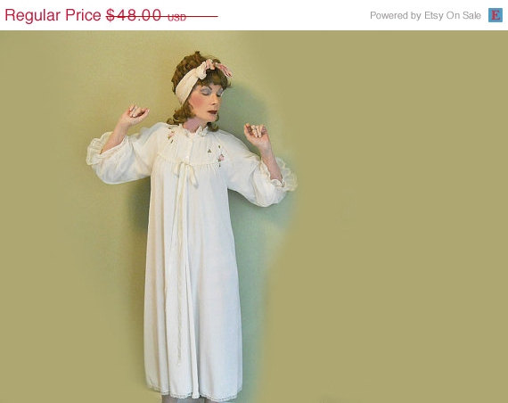 Mariage - ON SALE 50s Vintage Lingerie - 1950s White Dressing Gown Robe - Retro Negligee
