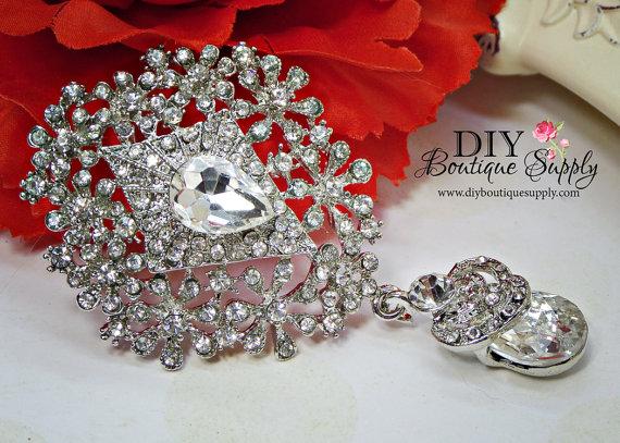 Свадьба - Delicate Crystal Wedding Brooch with Dangle - Rhinestone Brooch Pin - Dangle Brooch Wedding Accessories Sash Pin Cake brooch 82mm 955198