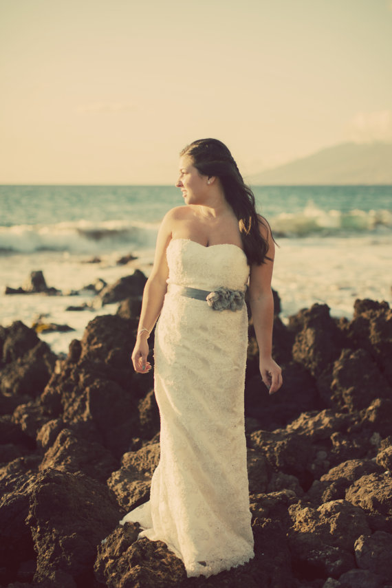 Свадьба - Grey Bridal Sash, Bridal Sash, Wedding Belt, Bridal Belt -Grey Chiffon Bridal Sash Flowers