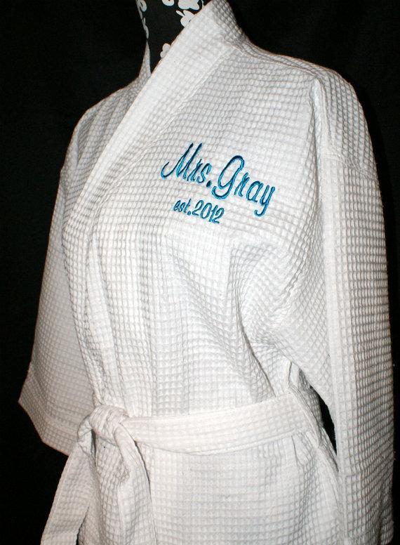 زفاف - Personalized Bride on Back Waffle Weave Style Spa Robe choice of Colors and Personalization