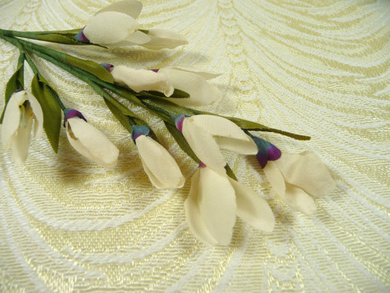 Mariage - Vintage Snowdrop Spray Wedding White 10 Millinery Flower Blossoms with Leaves for Bridal Bouquets Hair Clips Head Bands Floral Arrangements
