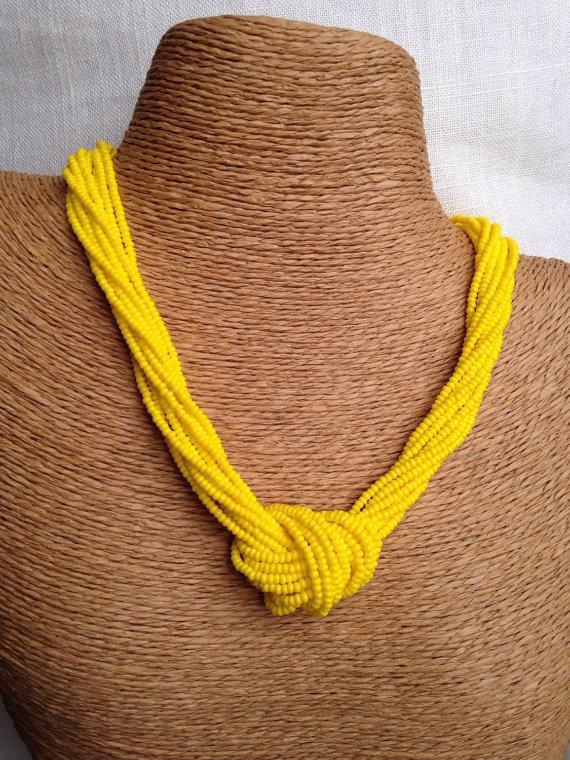 زفاف - Yellow knotted necklace, multistrand beaded necklace, yellow necklace, lemon necklace, yellow bridesmaids, meringue necklace, sunny yellow