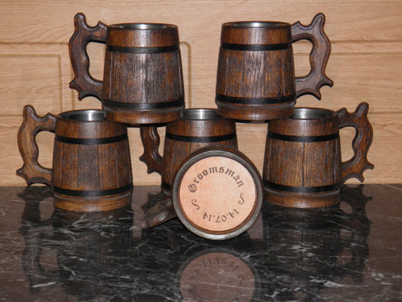 Свадьба - 7 Wooden Beer mugs with your names, 0,8 l (27oz) , natural wood, stainless steel inside,groomsmen gift