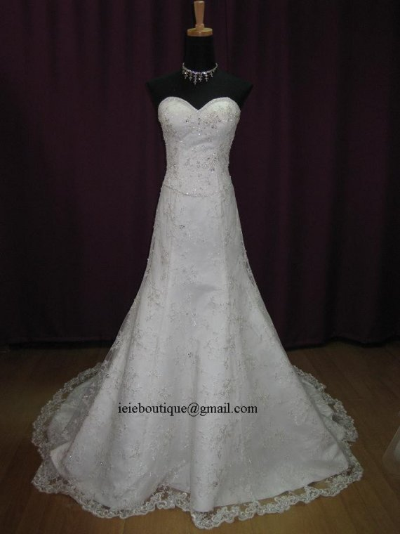 Mariage - Sweetheart Lace Overylay Wedding Dress with Exquisit Embellishments.