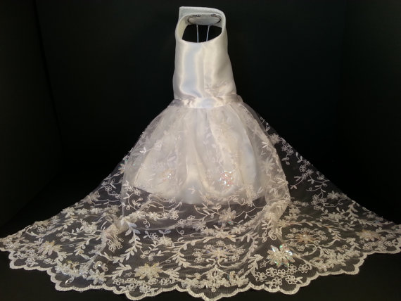 Свадьба - Here Comes the Bride! Dog Wedding Dress, Couture, Dog Clothes, Bridal Dog Dress, Pet Apparel, Pet Clothing.