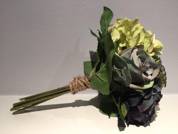 زفاف - Blue and Green Rose Centerpiece / Spring Centerpiece / Rustic Decor / Shabby Chic Decor / Hobnail Decor /Wedding Floral/Bouquet