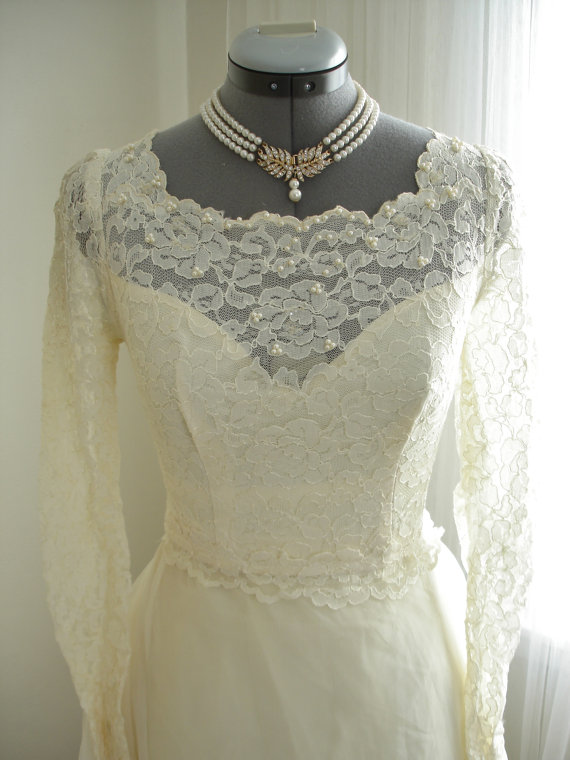 Свадьба - Chantilly Lace  Beaded Wedding Dress with Gorgeous Train
