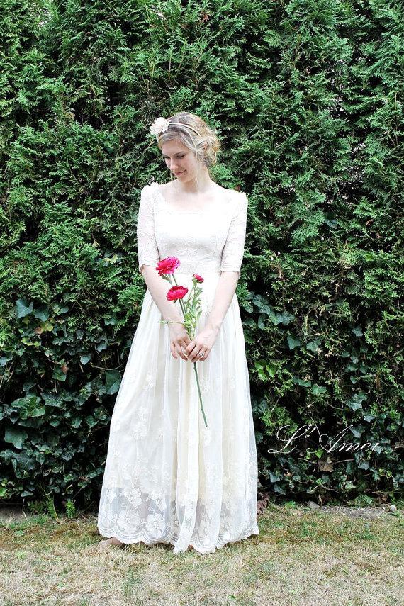 Свадьба - Retro Design Embroidered Long Sleeve Lace Bridal Wedding Dress Gown. Perfect For Woodland/Beach Wedding