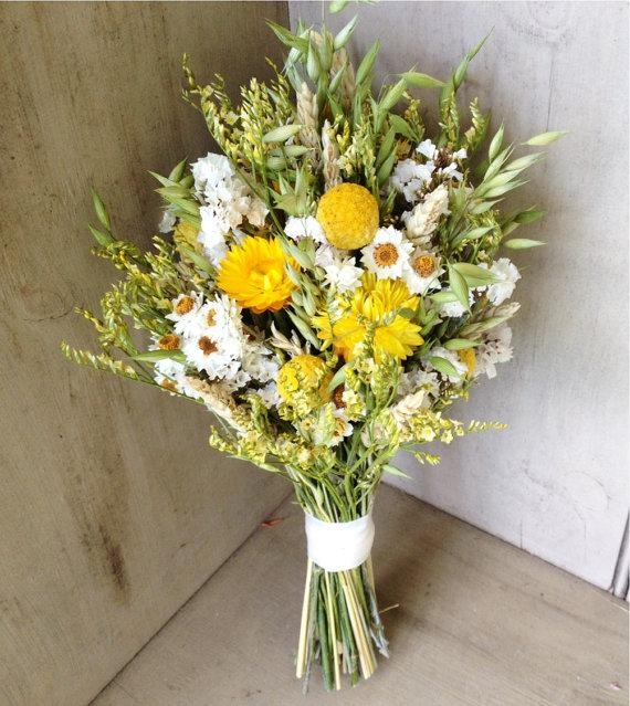 Mariage - Simple fall bridal bouquet of Wheat, Craspedia and dried flowers for your autumn wedding.