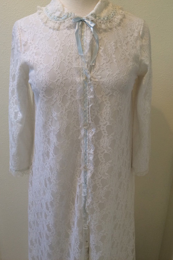 Wedding - Lot's of Lace w/ Bue Ribbon Detail Full Length 60's  Robe by Miss Elaine Size Small