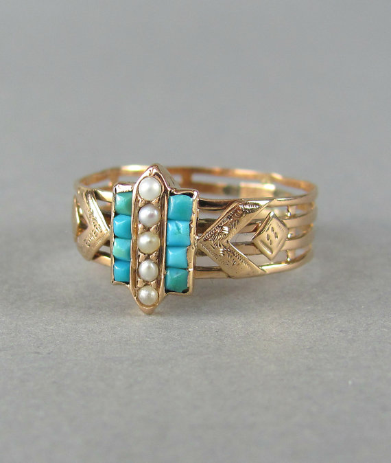 Свадьба - PRETTY turquoise and seed pearl ring, anitque engagement ring, vintage wedding ring, gold ring, stacking ring, statement ring, vintage ring.