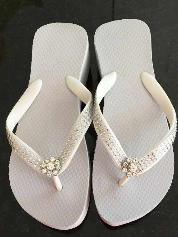 Hochzeit - BRIDAL Flip Flops.Wedding Flip Flops/Wedges.Beach Wedding.Rhinestone Flip Flops.White Flip Flops.CHANGE INTO These!Reception Shoes.
