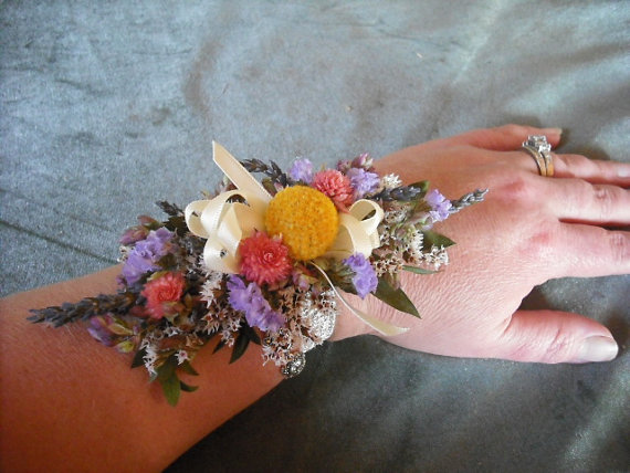 Hochzeit - All natural dried flower wrist corsage. Made with spring garden flowers and herbs.