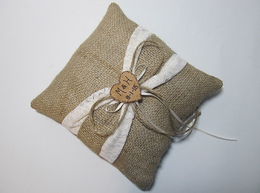 Свадьба - Personalized Rustic Wedding Ring Bearer Pillow With Ivory Lace and Burlap Sash