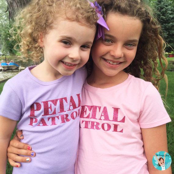 زفاف - Petal Power T-Shirt, Flower Girl T-Shirt, Personalized Flower Girl Shirt, Custom Flower Girl T-Shirt