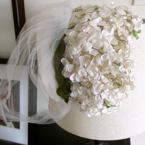 Свадьба - Vintage Floral Headpiece White Flowers Headband Hat Bridal Veil