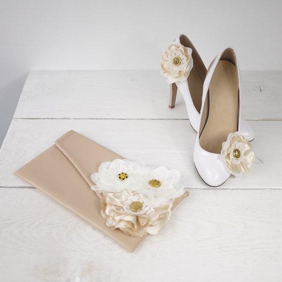 Свадьба - Custom Rustic Wedding Nude Clutch with Matching Nude Shoe Clips