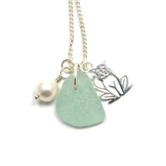 Mariage - Sea Glass, Silver Cat Charm, Swarovski Pearl, Wedding Jewelry, Beach Necklace, Sea Glass Necklace