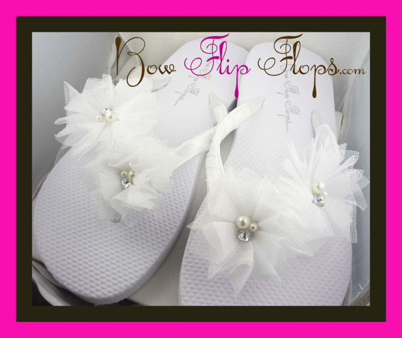 Mariage - Bridesmaid Flip Flops Wedding Bow monogrammed personalized initial bridal party flower girl sandals name pedicure gift beach shoes monogram
