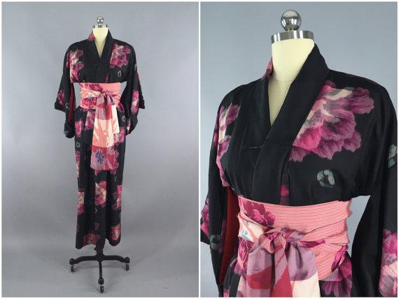 زفاف - Vintage 1930s Silk Kimono Robe / 30s Dressing Gown / Black and Pink Ikat Floral Meisen / Wedding Day Lingerie / Handmade Sash