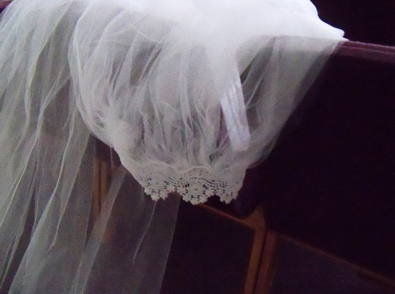 Mariage - Clearance Veil Cathedral Length with Scalloped Lace Edging Bride Wedding