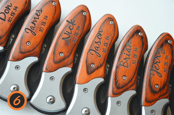 Свадьба - Set of 6 personalized knives, engraved knives, wedding favors, groomsmen gifts, groomsman gift, custom knives, folding pocket knives, knife