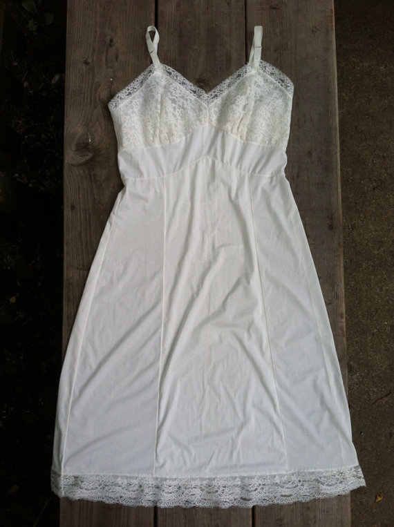 Wedding - Ladies Gorgeous Bone White Adonna Penney's Slip Size 32 Excellent Condition