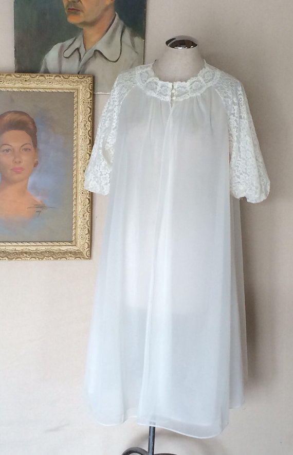 Mariage - Bare Necessies - White Double Chiffon Robe - Lace Puffy Sleeves - Vanity Fair - Up to 42 Bust - Maternity Photo - Pretty - 1960's Vintage