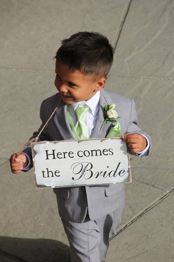Mariage - Rustic, primitive,Here comes the bride sign, shabby chic, beach wedding , barn wedding