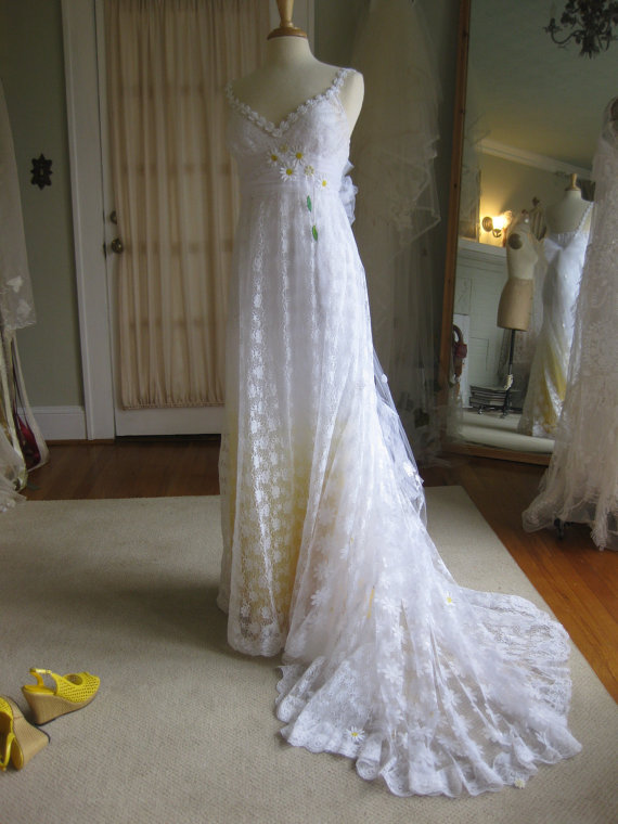 Свадьба - Yellow Daisy Lace Wedding Dress with train