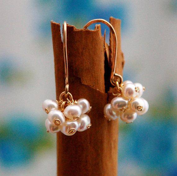 Свадьба - Bridesmaid pearl earrings, bridal party jewelry, white pearl earrings, freshwater pearl earrings, weddings, gold pearl earrings