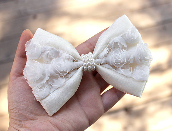 "Свадьба - 5"" White & ivory hair bow, wedding hair bow, wedding hair accessory, white hairbow, chiffon rosette shimmering ivory pearls hair bow"