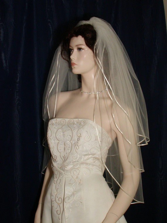 Свадьба - wedding bridal veil  3 Tier Fingertip length Graceful and Traditional finished with a tiny Satin Ribbon Trim