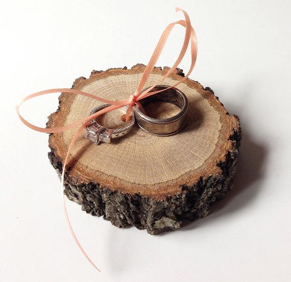 Hochzeit - Rustic wood ring bearer pillow alternative - wood slice ring bearer pillow