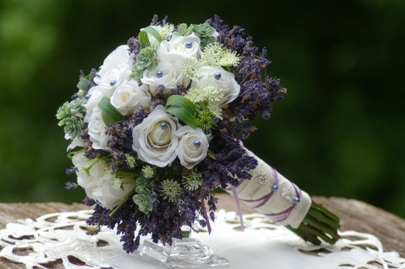 Mariage - Brides Dried lavender Rose Bouquet and FREE boutonniere
