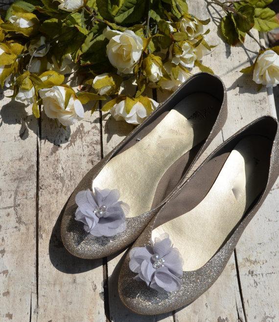 Wedding - Flower Shoe Clips, Silver gray Flower shoe clips, gray shoe clips, silver wedding shoe clips, rhinestone shoe clips, pearl