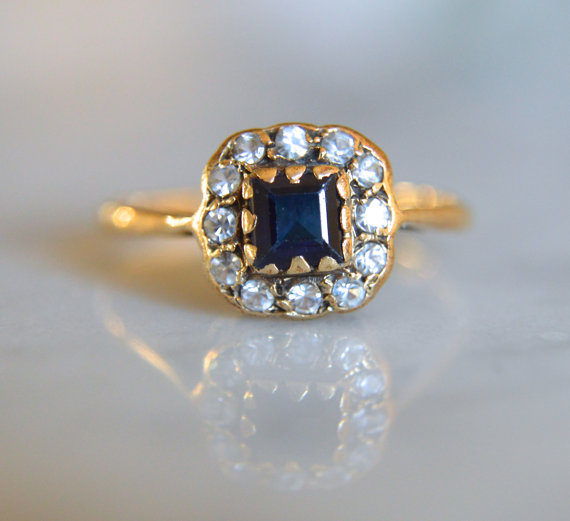 Mariage - ANTIQUE MIDCENTURY PASTE 9k gold sapphire colored vintage halo ring circa 1961 size 6