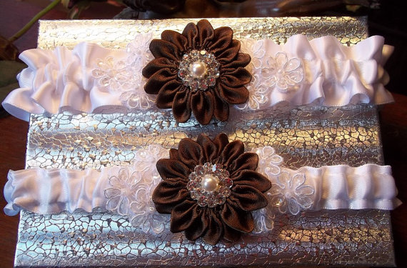 Mariage - Wedding Garter Set with Brown Daisy and Lace Daisies, Bridal Garter on White Satin