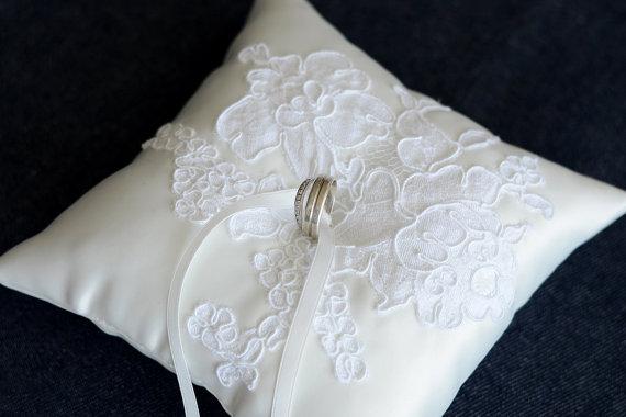 زفاف - Wedding Ring Pillow, Ring Bearer Pillow for rustic wedding, ivory duchess satin, Alencon lace applique