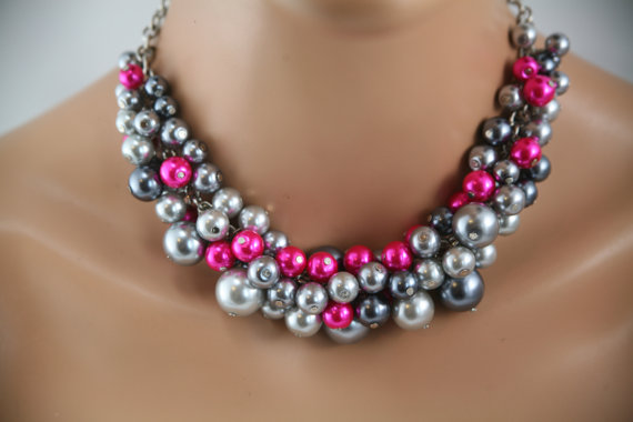 Mariage - chunky pearl necklace- in Grays and hot pink/fuchsia together in this- Bridesmaids jewelry,  wedding jewelry, bridal party