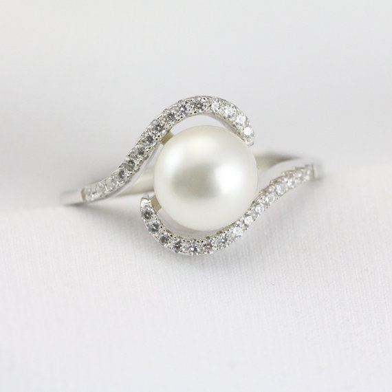 Mariage - Pearl ring sterling silver,engagement ring,cz wedding ring,genuine pearl promise ring for her,rhinestone ring,eternity ring,sister rings