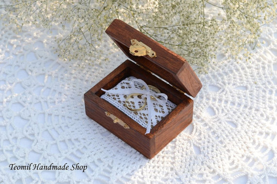 Hochzeit - Ring Box, Ring Bearer Box, Wedding Ring Pillow in Chestnut color
