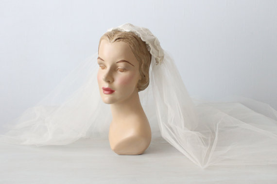 Hochzeit - Vintage 1950s Wedding Veil / Eyelet Wedding Veil / 50s Veil / Juliet Wedding Veil / Cotton