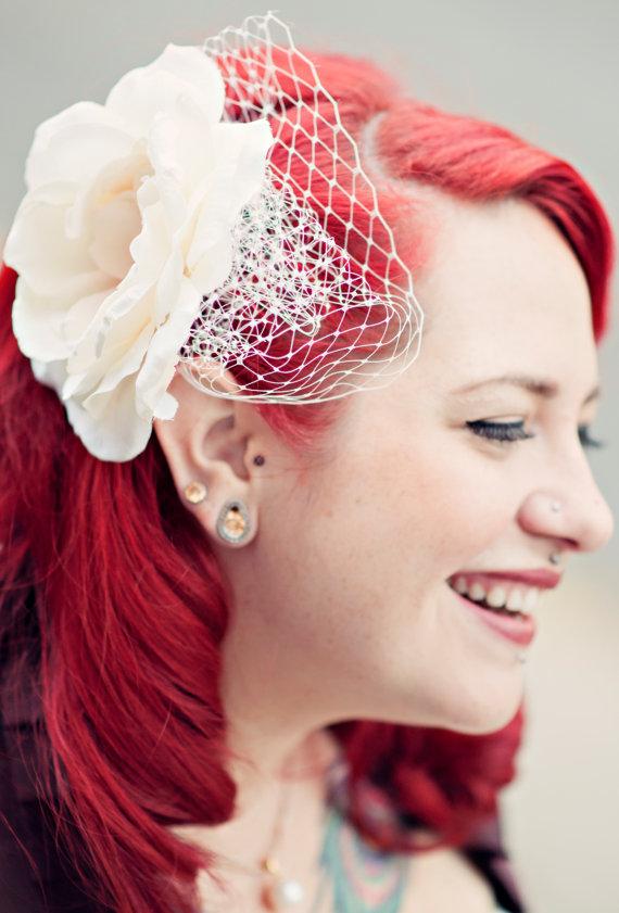 "Hochzeit - WEDDING VEIL-mini birdcage Bridal Veil  in 9"" Russian veiling"