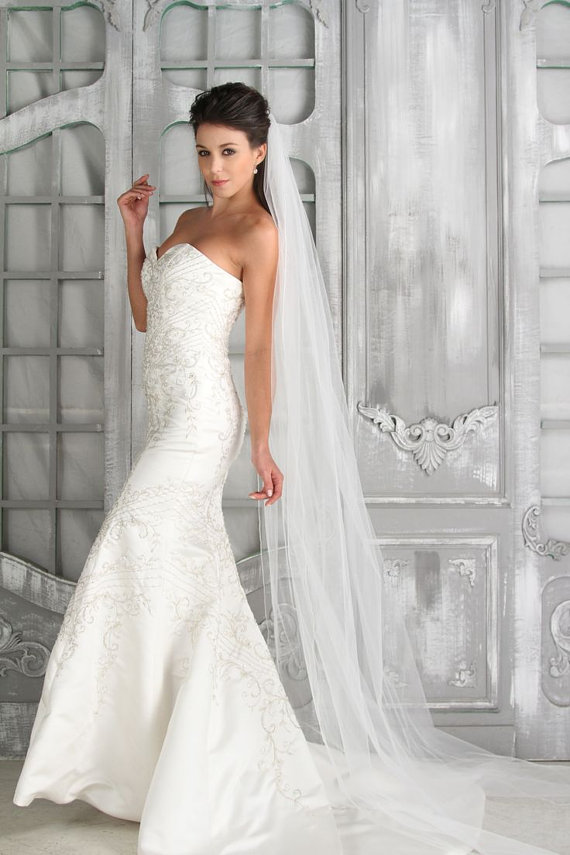 Mariage - Plain Single Tier Cathedral Length Soft Tulle Veil With Raw Edge
